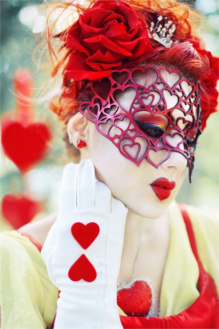 11 Beautiful Queen of Hearts Cosplays