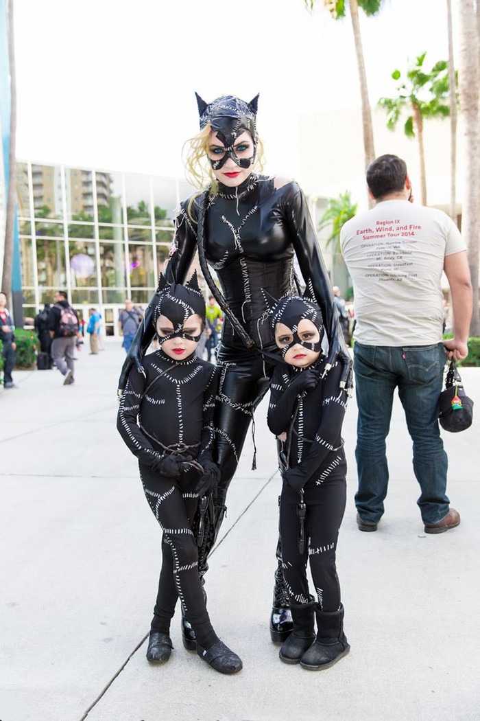Catwoman and her 2 kittens...so cute!!