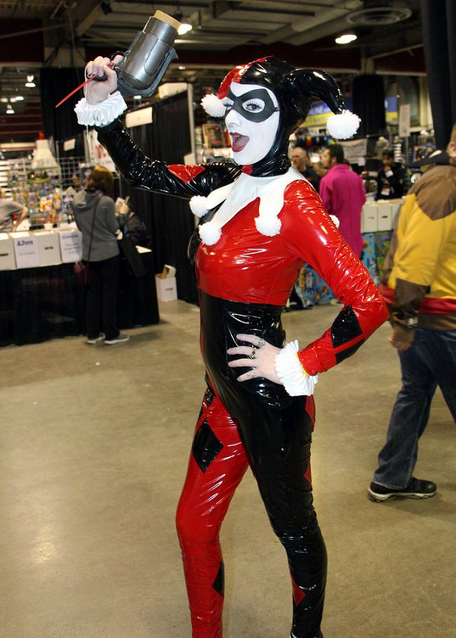 Harley Quinn Cosplay Hammers Out Awesome Effect