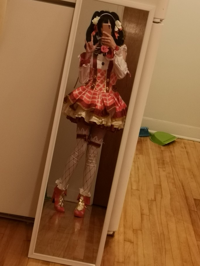 I am 156cm tall, 105lbs and it fits perfectly! All the accessories are here and the quality is very good!