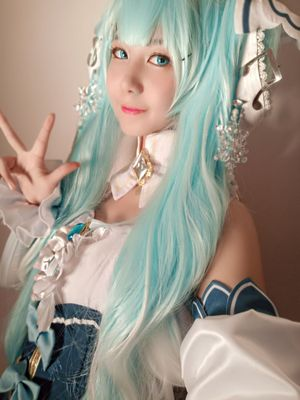 The wig is really very beautiful and the color is as picture so excellent quality/price ratio. Fast shipment