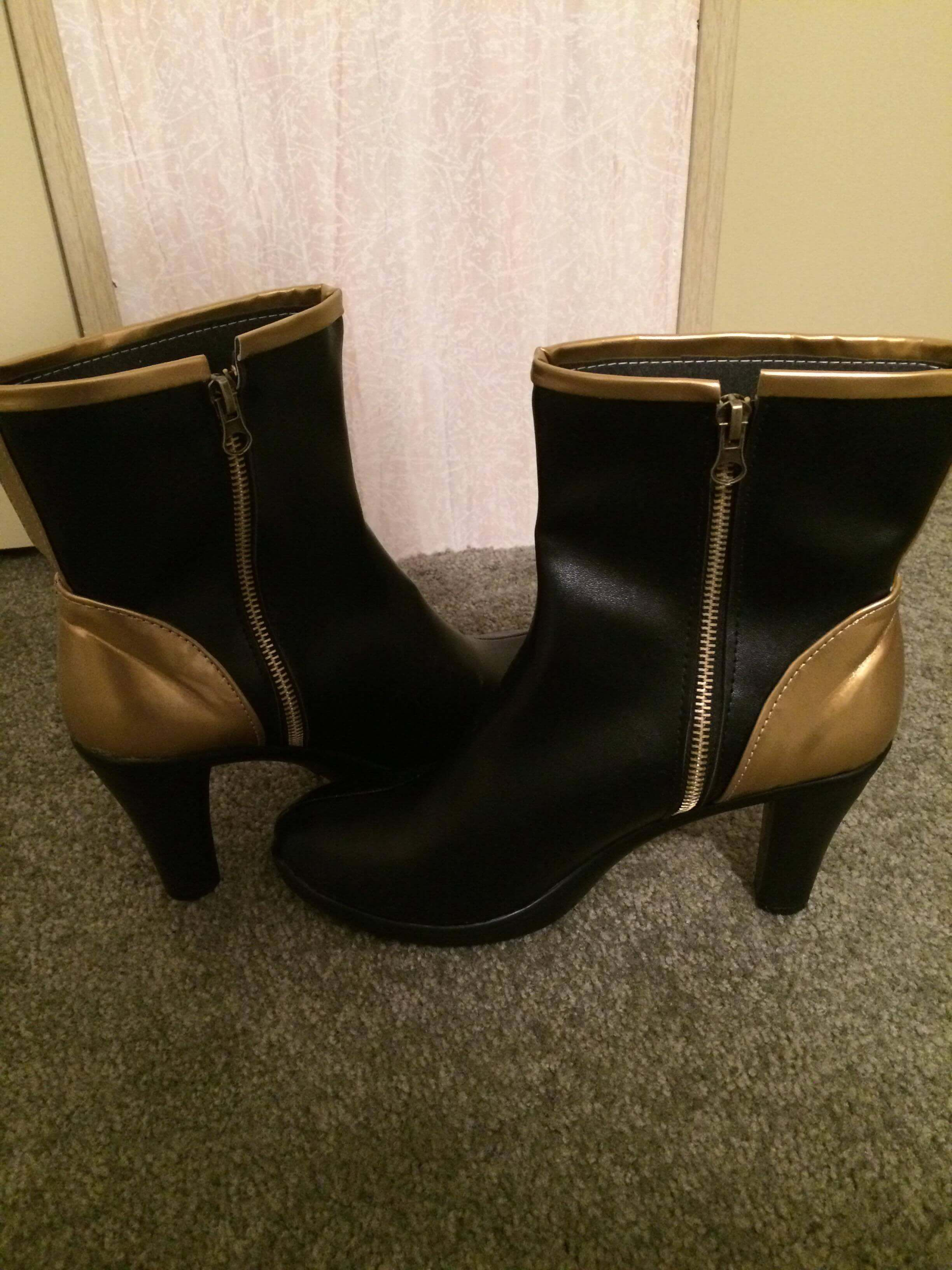 The boots look absolutely amazing.  They're comfortable and I'm in love with them!  Would definitely recommend for a K/DA Kai'sa cosplay!!