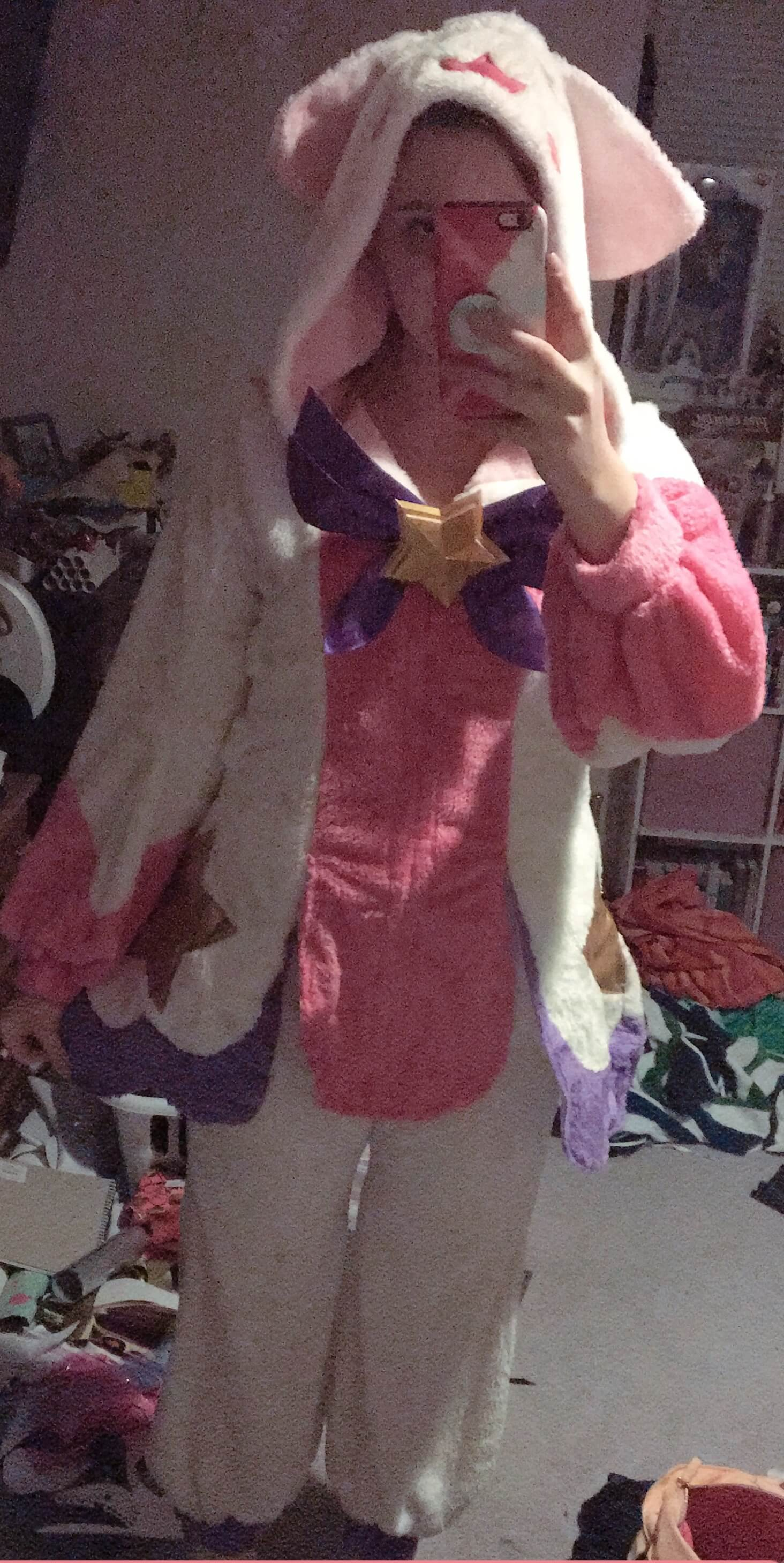 Fits perfectly and is so soft!! This costume is adorable and so comfortable. It came really fast too.