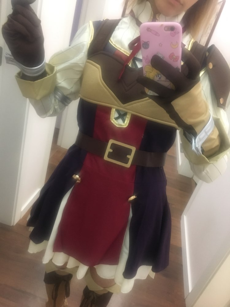 I think it has a good quality, it takes time to dress and on the arms the elastic hurts a little bit... But it's great!